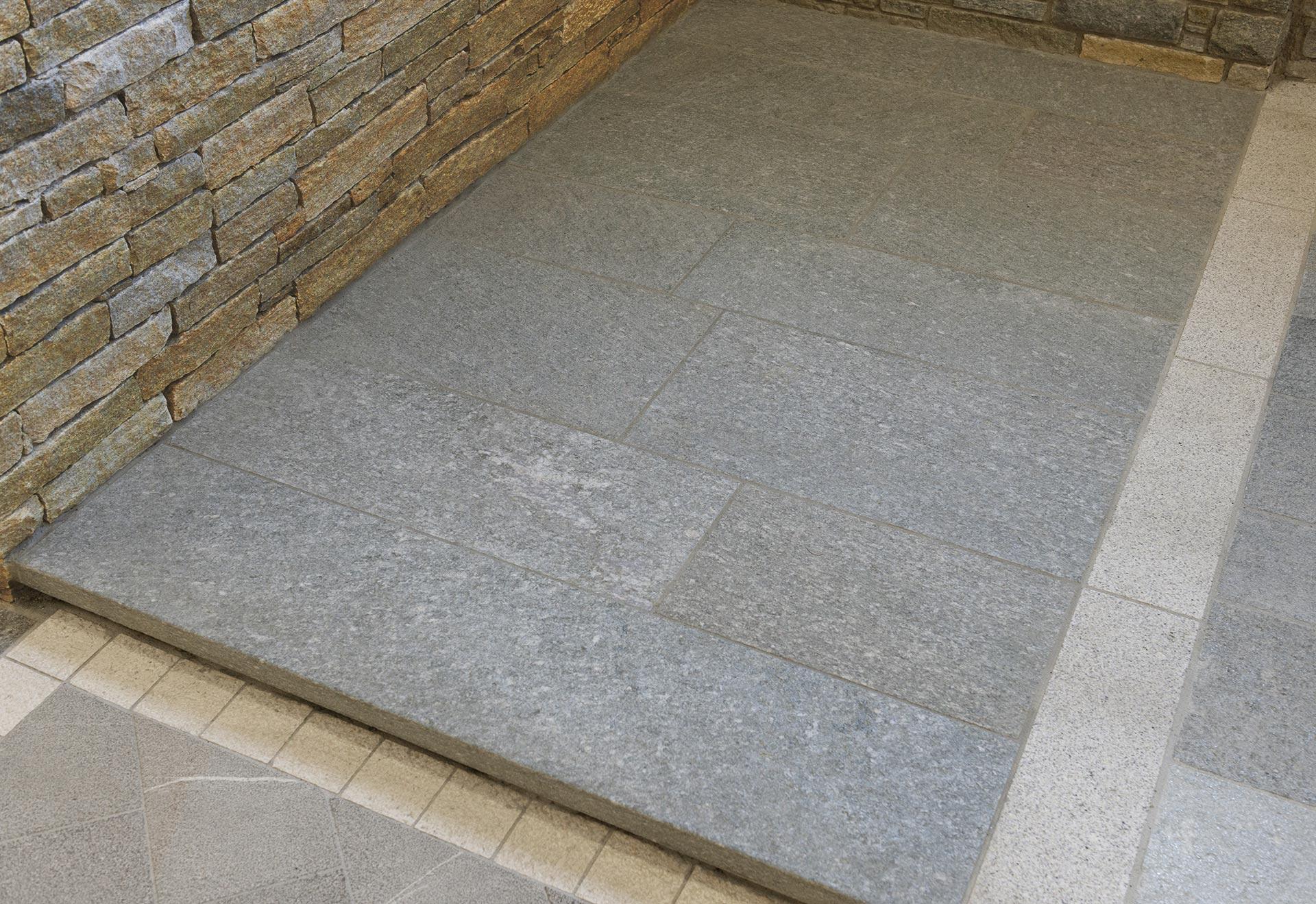 Pavimento In Pietra Di Luserna : Abitare pavimenti pietra di luserna blu pietra di luserna
