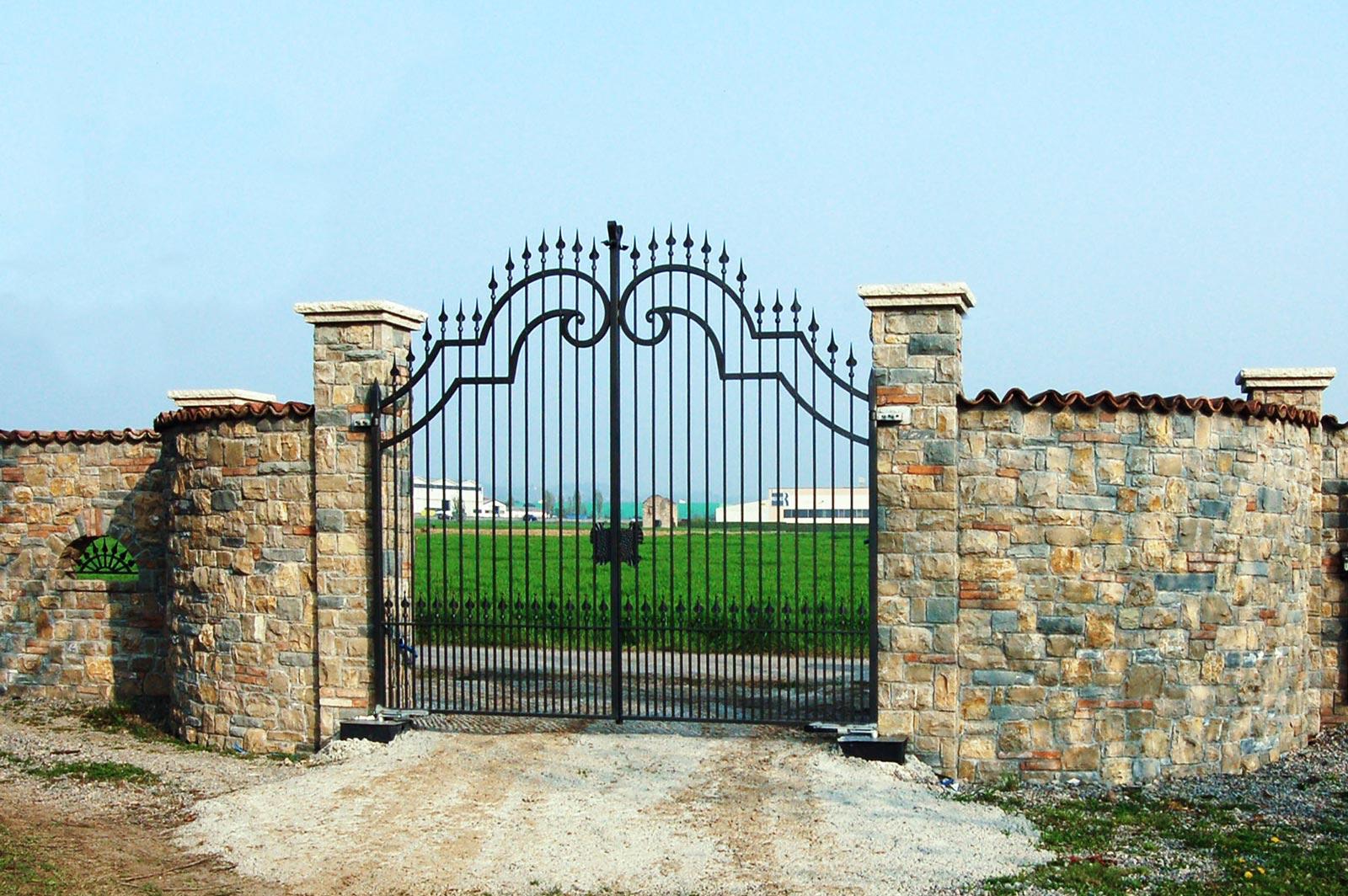 12 - L'ingresso al podere, abitare rivestimenti, , tenuta del poggio, abitazioni, rivestimenti a massello